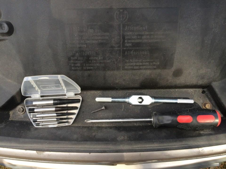 narzędzia do wykręcenia urwanej śruby