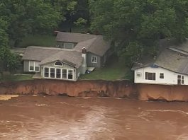 Runaway barges threaten dam in another day of Midwest storms