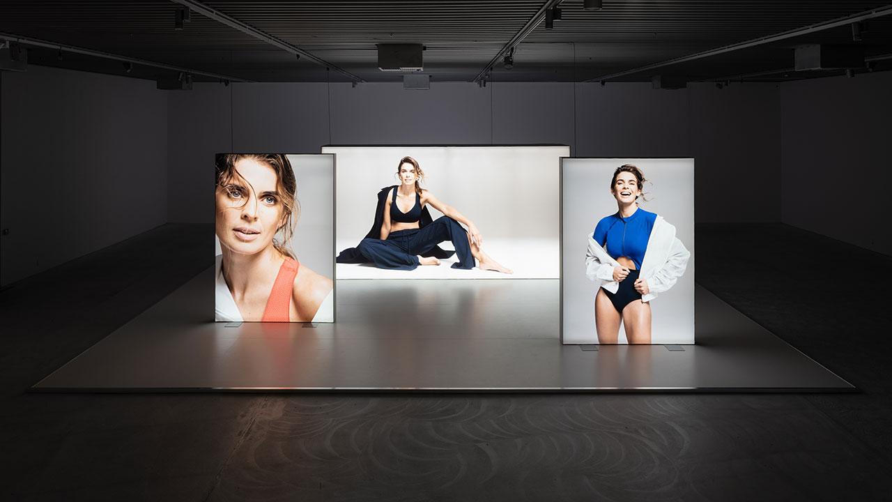 Simon Fujiwara, Joanne, 2016/2018. Installationsfoto: Simon Fujiwara: Joanne, ARKEN Museum for Moderne Kunst, 2019. Courtesy: kunstneren. Foto: David Stjernholm