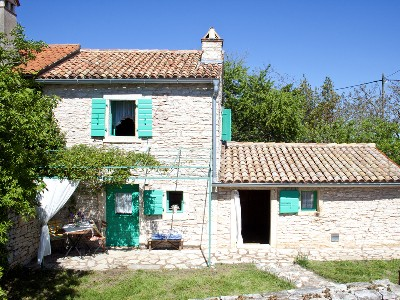 fachada de casa rural pequea