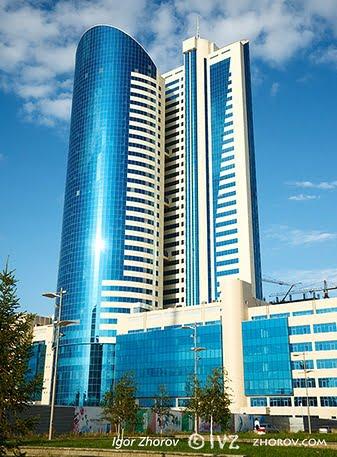 Fachadas modernas de edificios for Fachadas para oficinas
