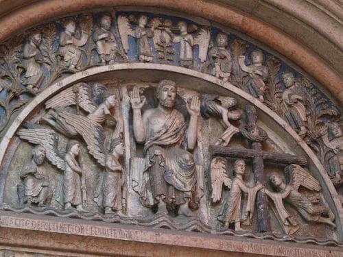 Friso esculpido  de la puerta del Baptisterio.