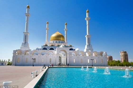 Mezquita Nur-Astana en Astana, Kazakhstan.