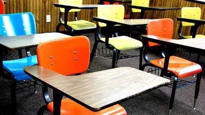 Desks-in-classroom-jpg_20150428170804-159532