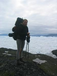 mit Rucksack vor Eisfjord