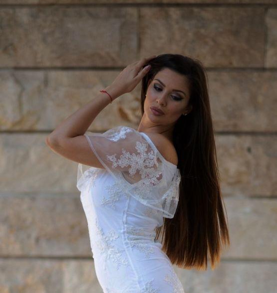 Дамска рокля с луксозна дантела Бела