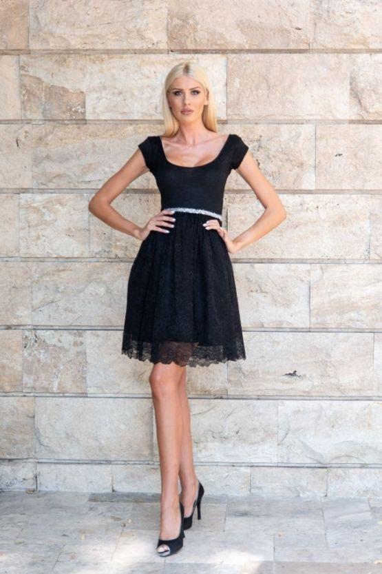 Черна рокля с дантела Дивна