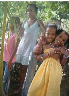 Girls from the Dominican Republic show off the beads they made with UAHS student. Photos courtesy Julie Laudick