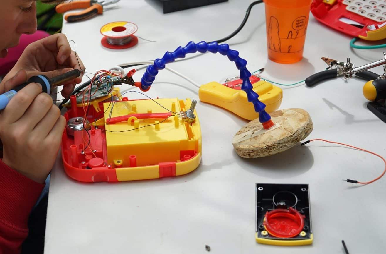 Circuit bending en action