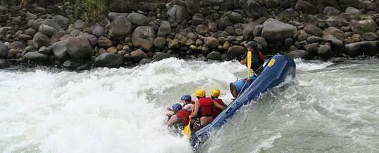 Arung Jeram Atau Sering Disebut Rafting