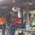 Bersepeda Di Bali Makan Di Rumah Penduduk