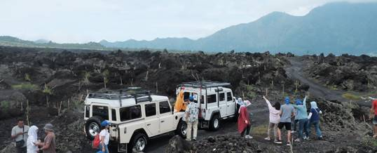 Outbound di Bali Nuansa Adventure Land Rover - Black Lava