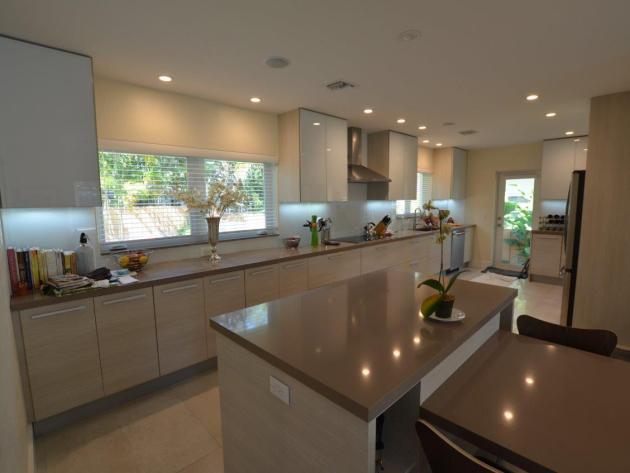 Contemporary-Kitchen-Miami-27