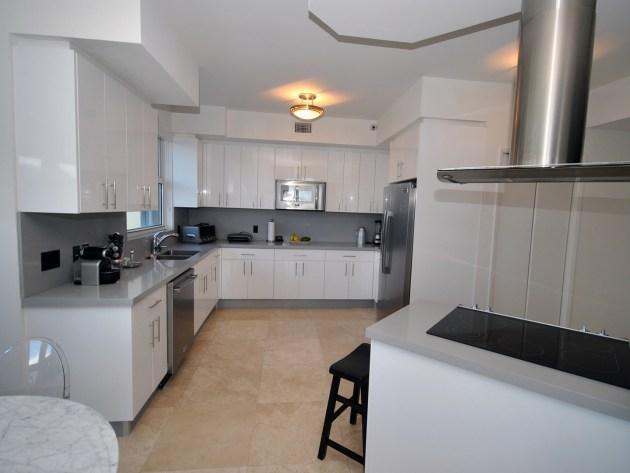 Contemporary-Kitchen-Miami-48