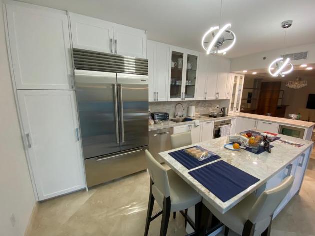 Contemporary-Kitchen-Miami-87