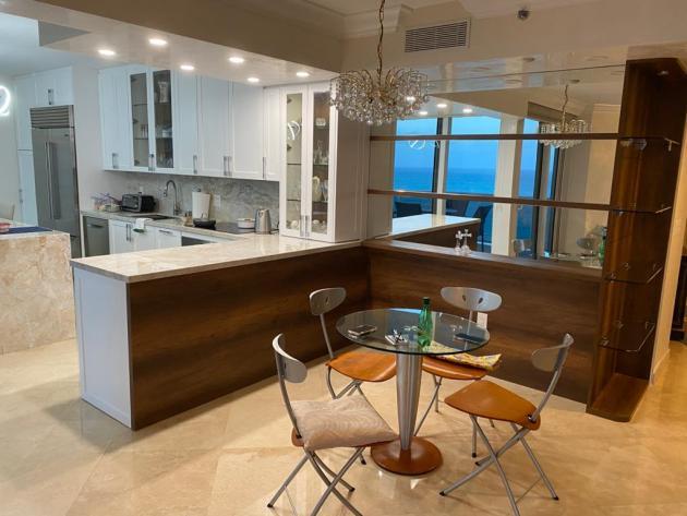 Contemporary-Kitchen-Miami-85