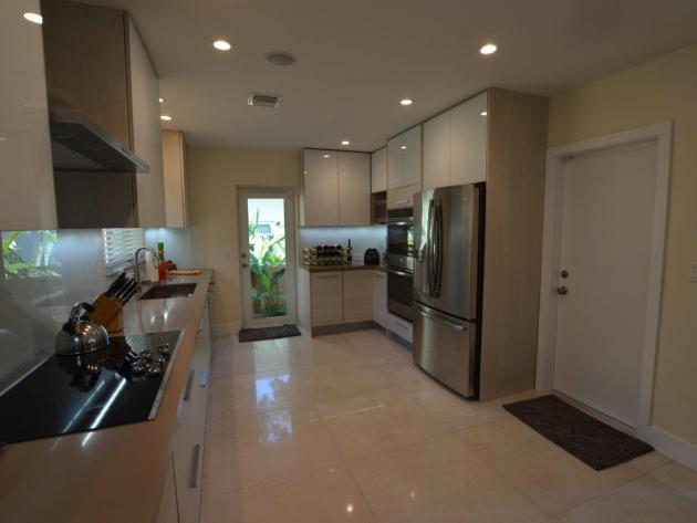 Contemporary-Kitchen-Miami-25