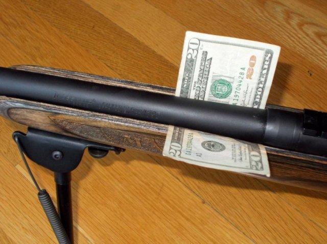 La prueba del billete que permite comprobar como el cañón flota no tocando la culata