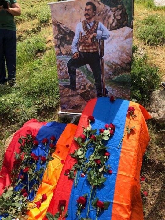 The Armenian Prayer Book Of St Gregory Of Narek Placed On The Grave Of Kevork Chavush On Behalf Of His Holiness Aram I Armenian Church Catholicosate Of Cilicia Welcome to the graves aram build guide. the armenian prayer book of st gregory