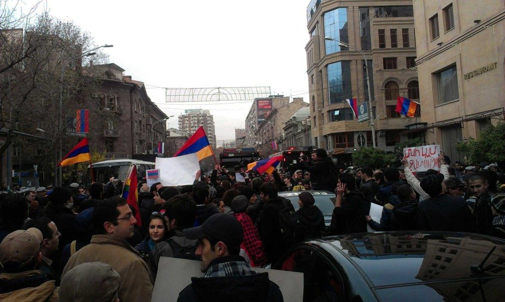 2013 12 02 14.17.20 1 1024x612 Unwelcome Guest, Undesired Host: A Street Perspective of Putin's Armenia Visit
