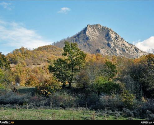 Mount Apakekar