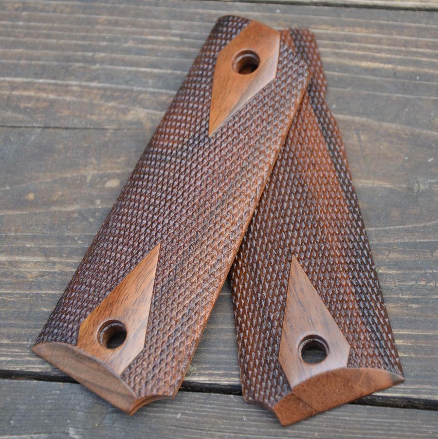 Guancette Checkered Walnut wood