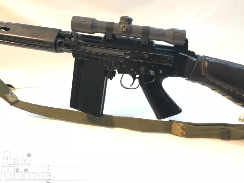 FAL Argentino - Lato sinistro. Sul FAL è montata un'ottica O.I.P. (Optique Instruments Précision) / A.B.L. (Armée Belge/Belgisch Leger)