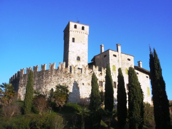 : Il Castello d Fagagna, Udine. Originally built in the late 11th century, the castle was continuously rebuilt, damaged and restored throughout the late Middle Ages, and its control was a focal point of the Friulian civil war. (Creative Commons)
