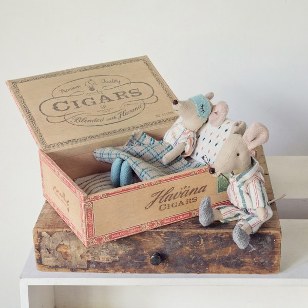 Mama & Papa Mouse in Cigar Box