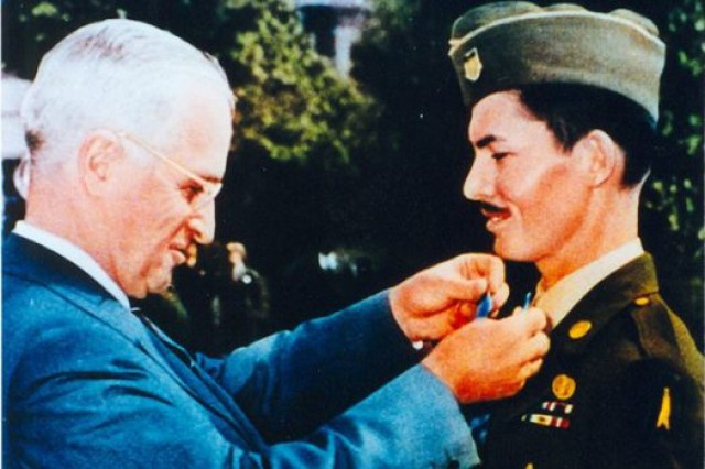 Doss receiving the Medal of Honor from President Harry S. Truman, Oct. 12, 1945.