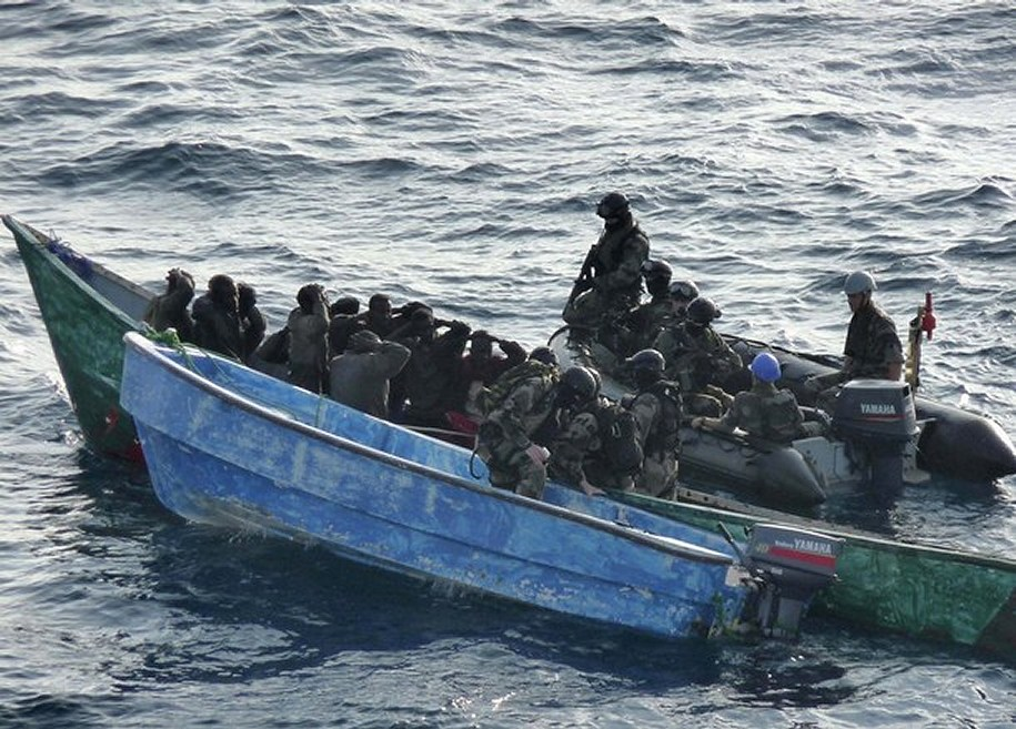 https://i1.wp.com/www.armyrecognition.com/images/stories/news/2009/january/French_Army_soldiers_Commandos_from_the_Floreal_%20French_frigate_arrest_Somali_pirates_001.jpg