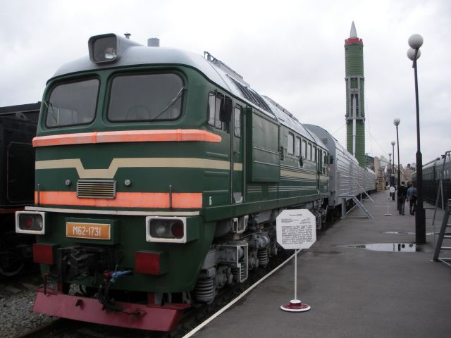 Russia_has_developed_new_railway_missile_complex_Barguzin_able_to_tow_up_to_six_Yars_missiles_640_001.jpg