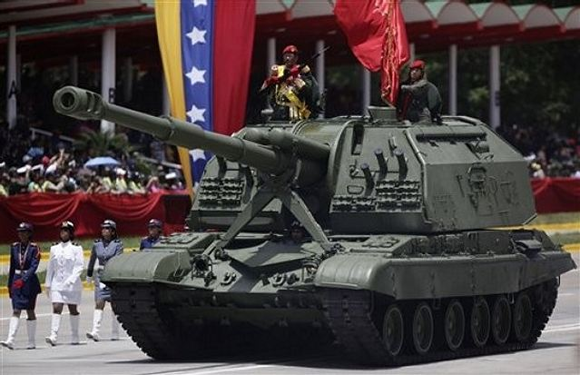 https://i1.wp.com/www.armyrecognition.com/images/stories/south_america/venezuela/artillery/2s19/2S19_tracked_self-propelled_howitzer_Venezuela_Venezuelan_army_640.jpg