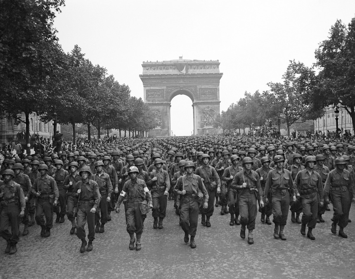 75 Years Later World War Ii Veterans Go Back To Paris