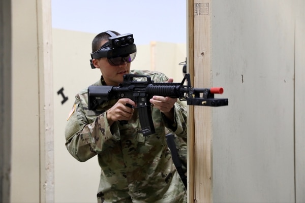 A soldier from the 3rd Infantry Division dons an Integrated Visual Augmentation System prototype during training with the Squad Immersive Virtual Trainer in the Soldier Integration Facility at Fort Belvoir, Va., on Aug. 14, 2020. (Army)