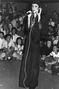 Renato Zero canta al Mulino di Figline Valdarno
