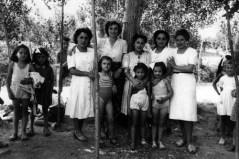 72-anni-40-gruppo-di-maestre-con-bambini