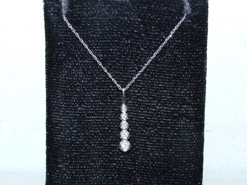 14 white diamond pendant