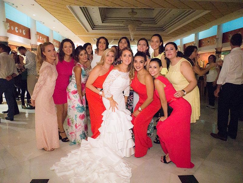 Novia en la barra libre de boda