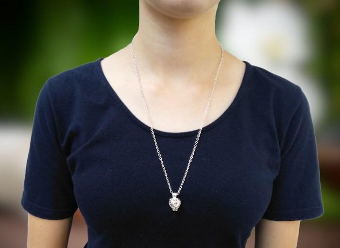 aroma šperk srdiečko postriebrený na krku