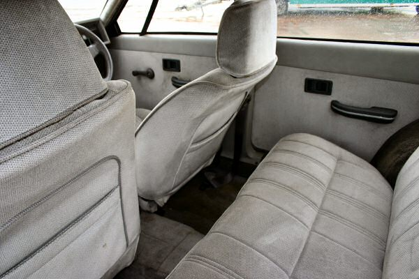 The interior is certainly commodious, and a useful pre-cursor to the move towards larger superminis  during the 1990s.
