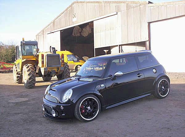 Black beauty: this is one seriously cool looking MINI...