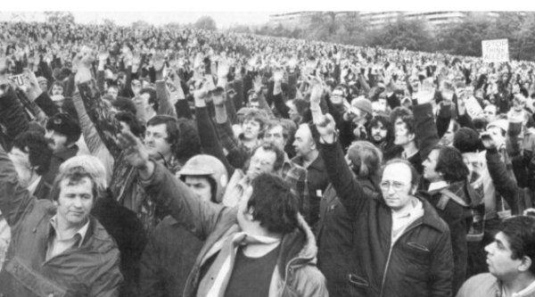 A depressingly familiar sight during the 1970s and early 1980s: car workers voting on whether to take industrial action or not. What Shop Stewards did not seem to appreciate or care about was that every strike led to the loss of production, which in turn, led to the loss of sales to the opposition (usually importers).