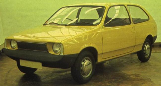 One of several ADO74 prototypes that were evaluated at Longbridge during 1972: this smooth looking proposal was not at all derivative of the contemporary opposition. The most noteworthy point of this design is the skillfully integrated bumpers – whether these would have made it into production on such an inexpensive car, mooted for launch in the mid-Seventies, is open to debate. In the version of this car shown below, its bumpers appear to have been painted to match the body colour - an even more expensive option in production terms. Also, note the rather American-esque ADO73 Marina facelift proposal in the background.