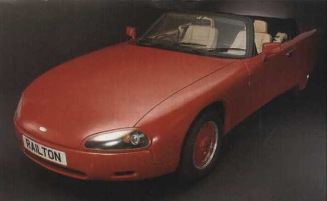 The original press photo for the Railton F28 Fairmile, showing that it started out with colour-co-ordinated wheels similar to those seen on the F29 Claremont. The headlamp fairings give a smoother – if somehow less distinctive – look than the open cowlings seen in the other photos on this page. The black hood cover would also later be swapped for a colour which matched the car's upholstery.