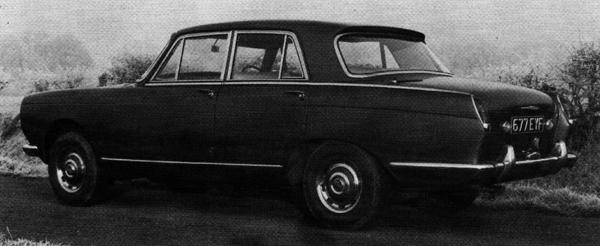 The colloboration between Rolls Royce and BMC which produced the 4-litre R was also intended to deliver a new Bentley saloon using the same basic bodyshell. This is the Bentley Java prototype, which shows how this car would have looked had Rolls Royce not backed out of the project. It is widely thought the development of Rolls Royce's first unitary-construction production car, the Silver Shadow, benefitted from the experience gained during Project Java. (Pictures supplied by Achim Küpper)