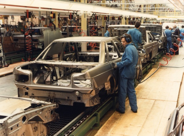 Rover 800 production at Cowley.