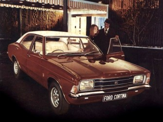 ford_cortina_4-door_saloon_3
