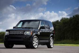 The_2013_Discovery_4_featuring_the_new_Black_Design_Pack_Land_Rover_36379