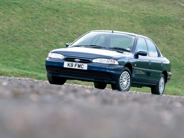 ford_mondeo_sedan_uk-spec_33